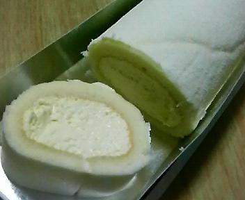 ホワイトチーズロールケーキ